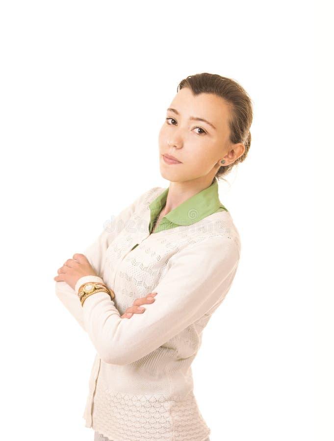 Sinnesrörelser av en härlig flicka med långt hår, i ett vitt omslag arkivbild