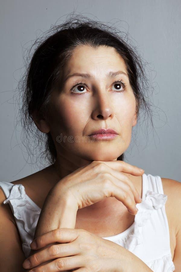 Sinnesrörelseuttryck-kvinna framsida arkivbild