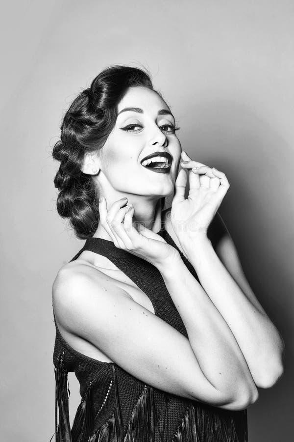 Sinnliche attraktive Retro- Frau stockbilder