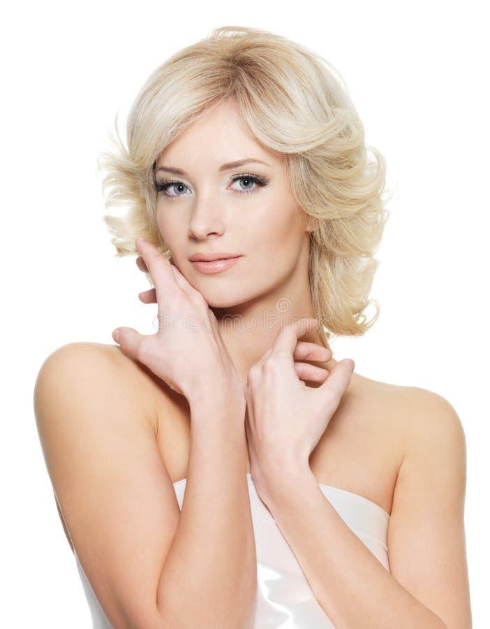 Sinnliche blonde Frau mit frischer Gesundheitshaut stockfotografie