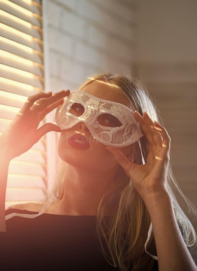 Sinnliche Frauenabnutzungs-Karnevalsmaske, Mode stockbilder