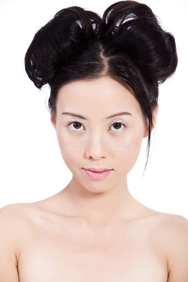 Sinnliche junge asiatische Frau mit natürlicher Verfassung lizenzfreies stockfoto