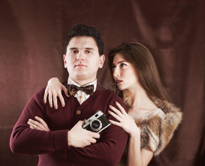 Sinnliche Paare der eleganten Weinleseart lizenzfreie stockfotografie