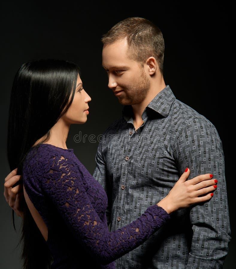 Sinnliche Paare in der Liebe lizenzfreie stockbilder