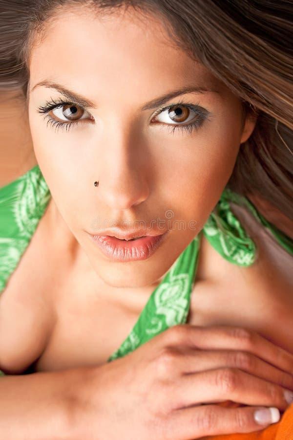 Sinnliches Portrait des jungen schönen Brunette stockfotos