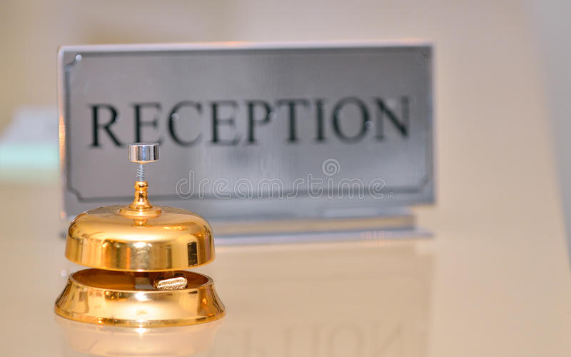 Sino da recepção e sinal do cartão fotografia de stock