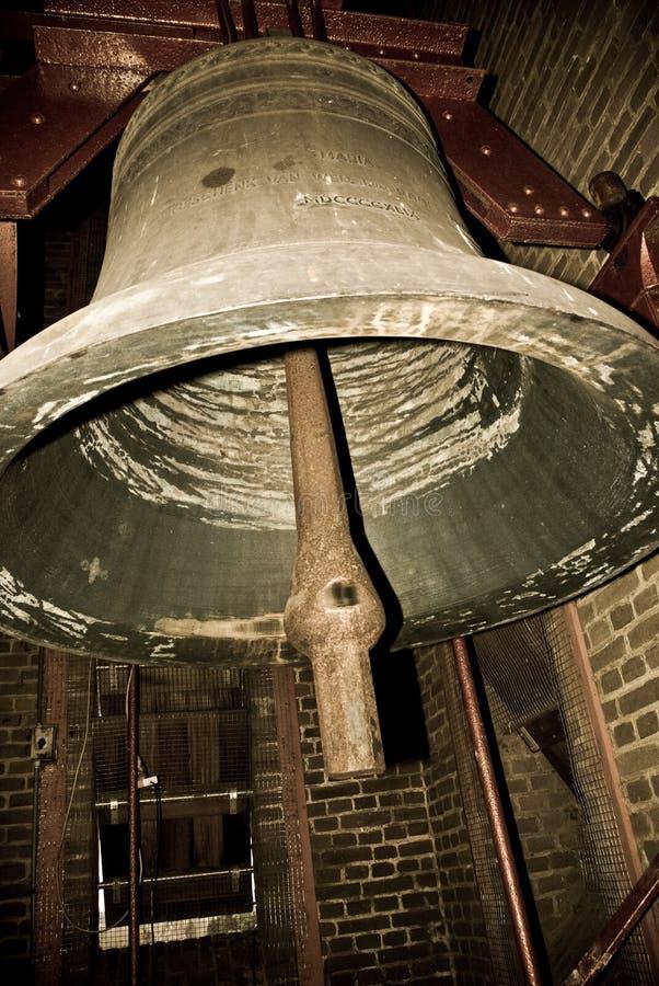 Sino de igreja no belltower de uma igreja imagem de stock