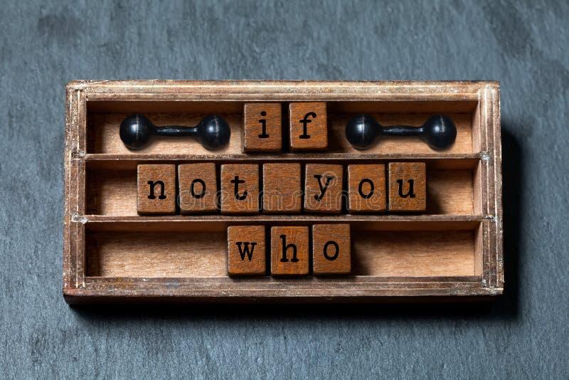 Sinon vous qui citent Motivation et concept inspiré Boîte de vintage, cubes en bois avec des lettres de style ancien, antiques images stock