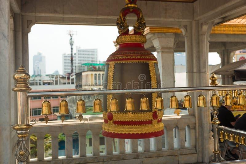 Sinos do close up no templo budista em Tailândia Templo budista Bels Bels do templo velho em Tailândia imagem de stock royalty free