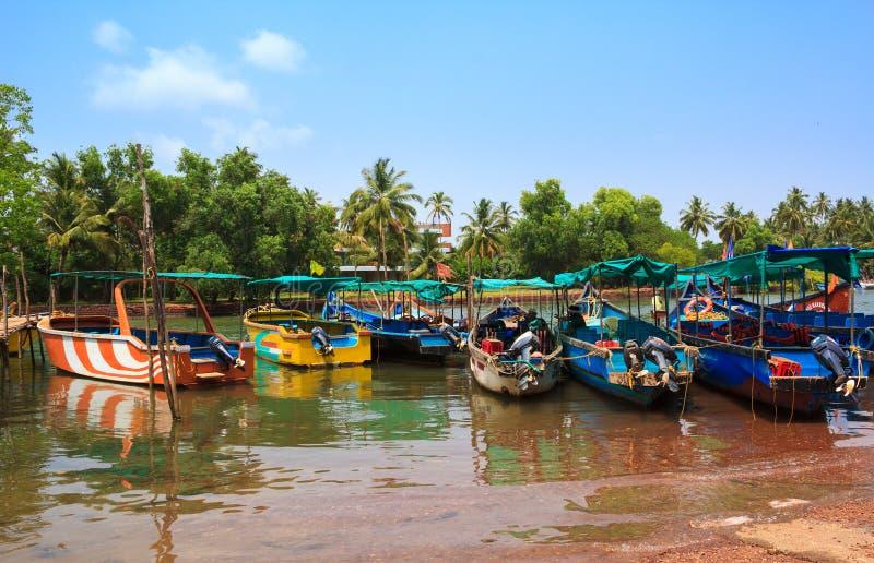 Sinquerim恰恩多利姆小船所有者协会在果阿,印度 小船在港口 库存照片