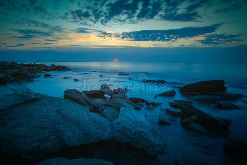 Sinrise sobre el mar imágenes de archivo libres de regalías