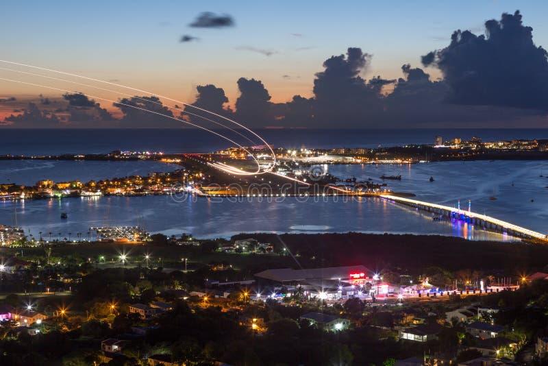 Sint Maarten St Martin Airport Caribbean alla notte fotografia stock