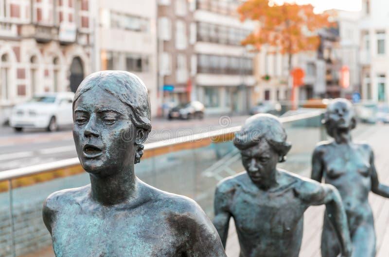 SINT NIKLAAS, BELGIEN, MAJ 3, 2013: Runnsers skulptur i stad s royaltyfria foton