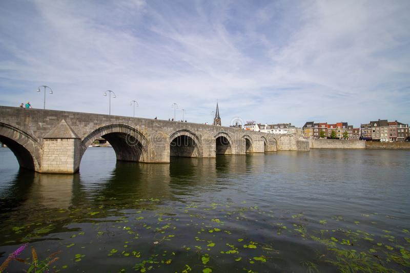 Sint Servaas桥梁在马斯的马斯特里赫特 免版税库存图片