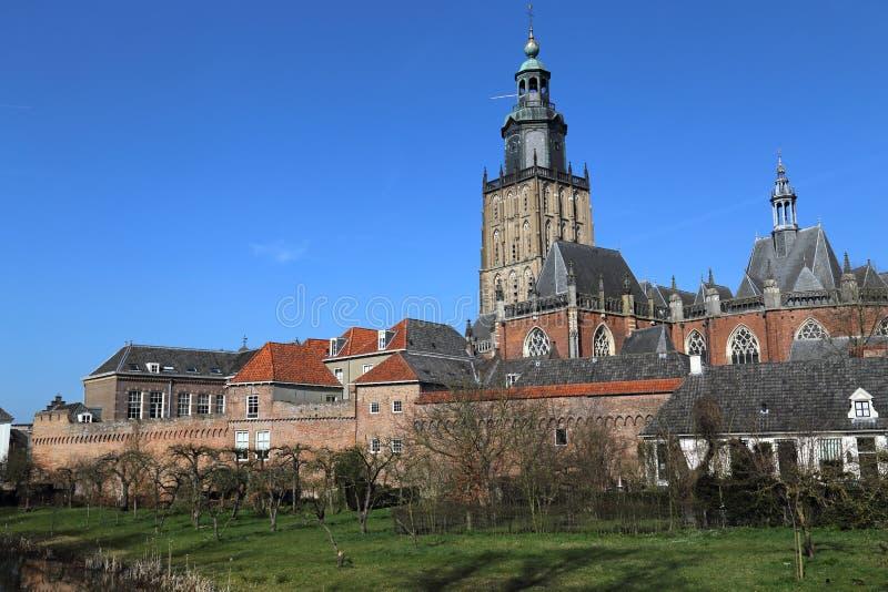 Sint Walburgiskerk i Zutphen, Nederländerna royaltyfri fotografi