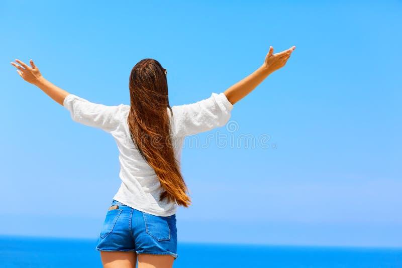 Sinta a liberdade Conceito da liberdade Menina despreocupada imagem de stock royalty free