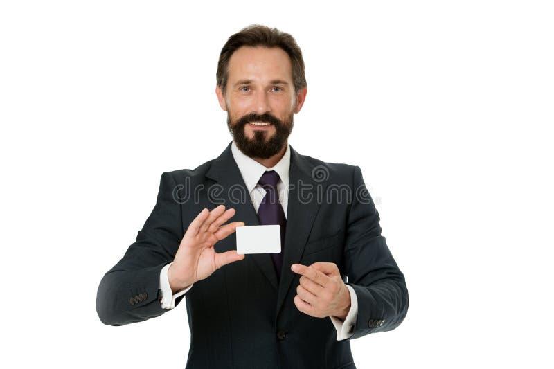 Sinta livre contactar-me Deixe-me introduzir-se Cartão vazio plástico do contato da posse do homem de negócios O homem de negócio foto de stock royalty free