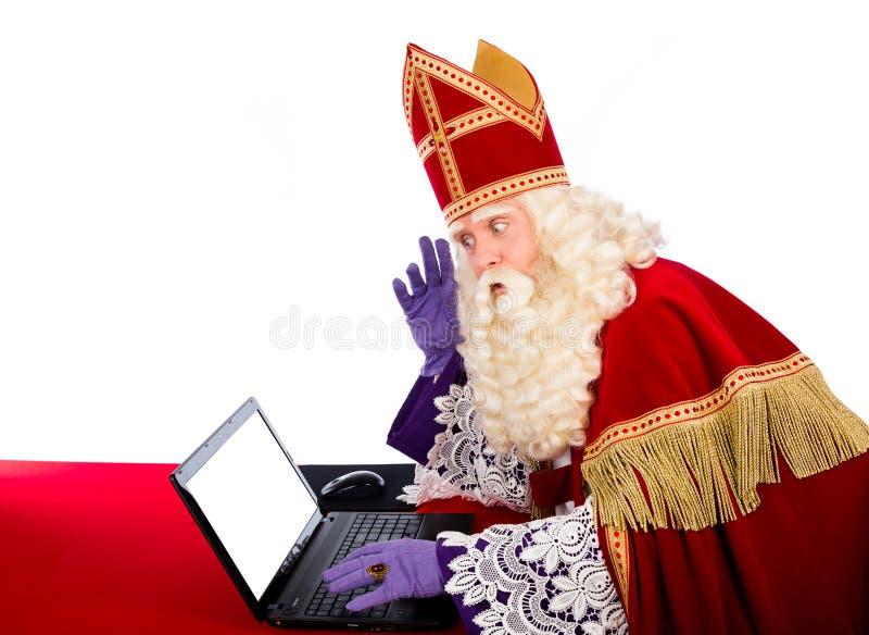 Sinterklaas mit Laptop stockfotos