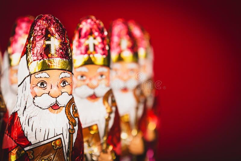 Sinterklaas Niederländische Schokoladenfiguren von Sankt Nikolaus in Folge lizenzfreies stockbild