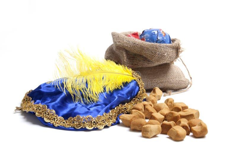 Sinterklaas presents och sötsaker arkivbilder