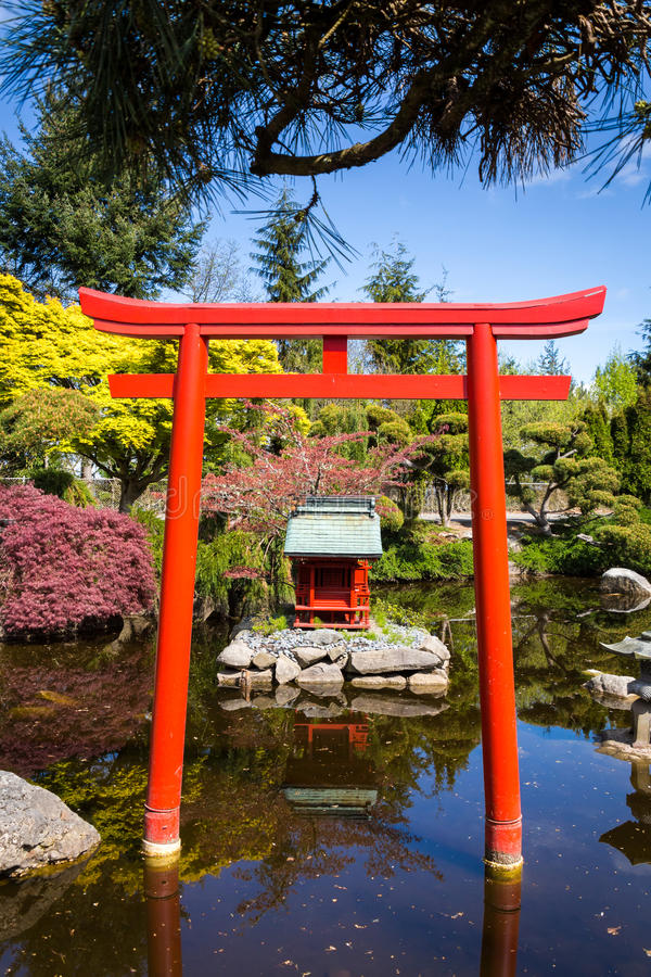 Sintoizm świątynia w jawnym parku fotografia stock