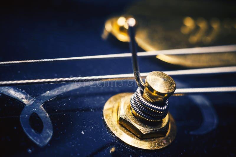Sintonizador de la guitarra eléctrica imagenes de archivo