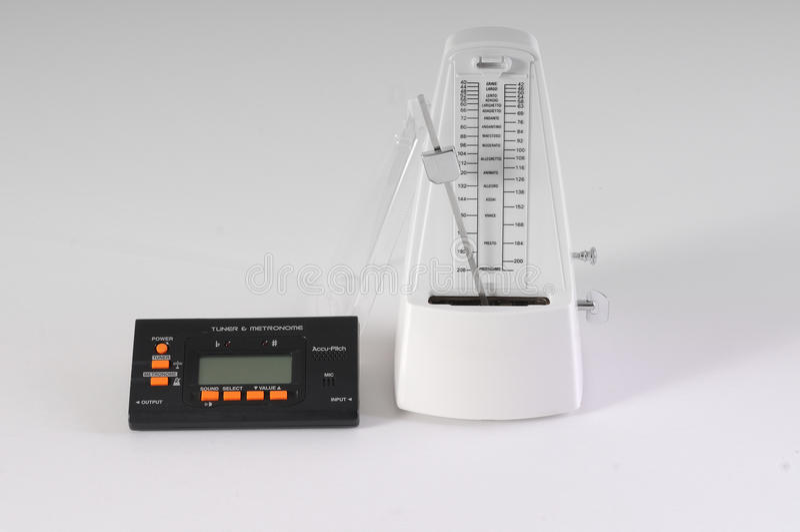 Sintonizzatore e metronomo meccanico fotografie stock libere da diritti