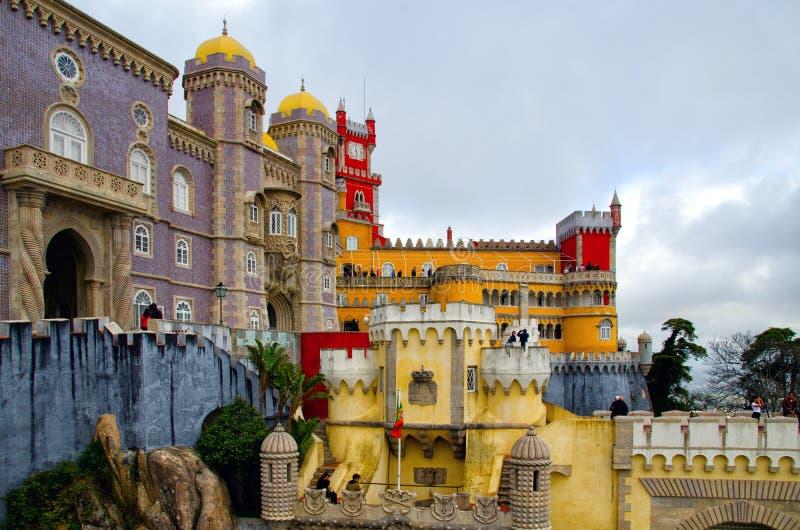 Sintra, Portugal - 15 de dezembro de 2018: Arquitetura bonita do palácio nacional de Pena fotografia de stock royalty free