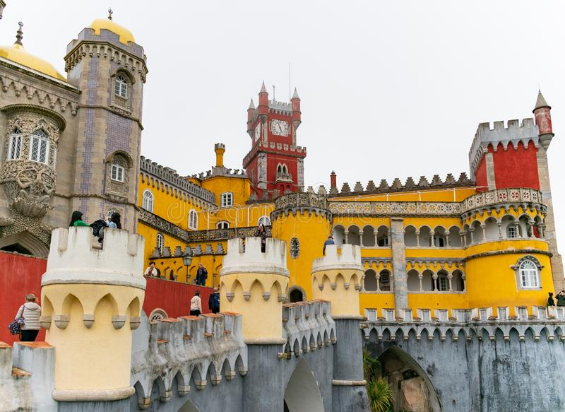 Sintra, Portugal/Europa; 04-15-19: Romanticistisch paleis van Pena in Sintra, Portugal Een van de mooiste paleizen in Europa royalty-vrije stock foto's