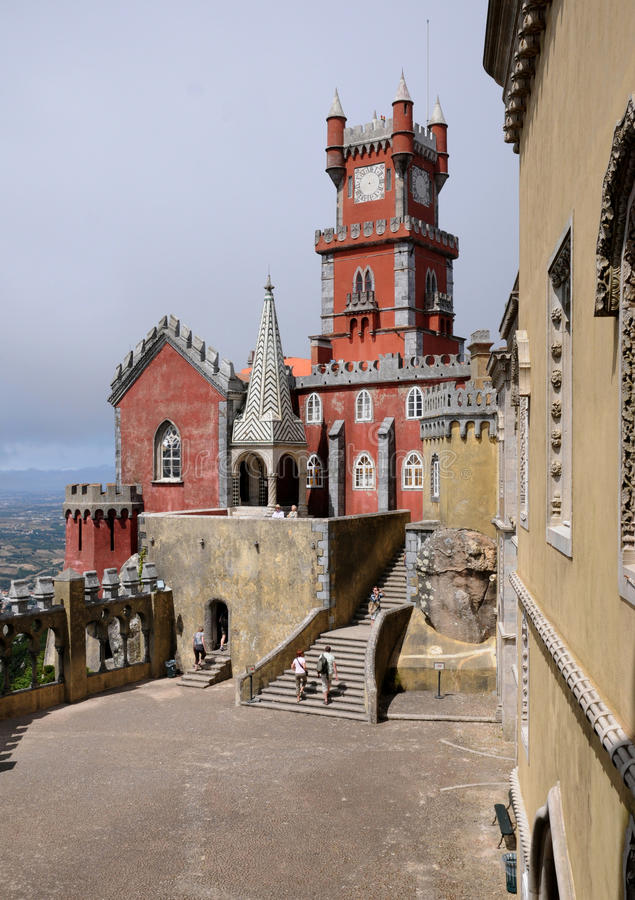 Sintra, Portugal - juli 2 2010: Het Nationale Paleis van Pena stock foto's