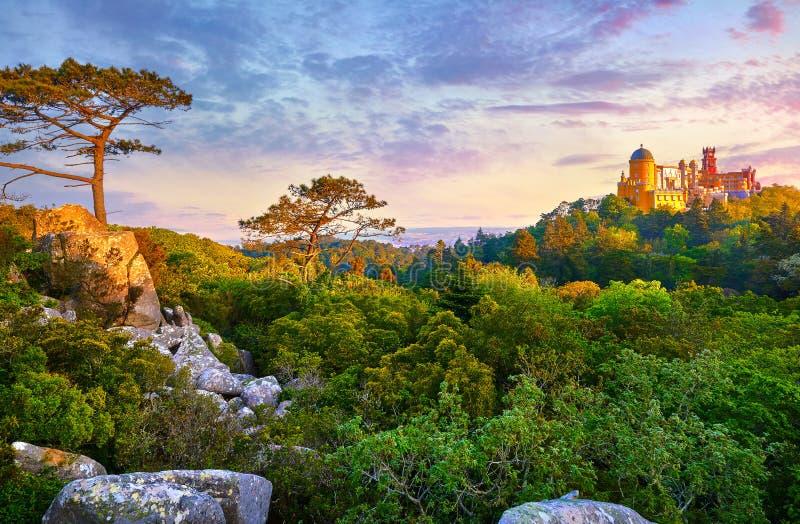 Sintra, Portugal Parque nacional com pal?cio fotografia de stock royalty free