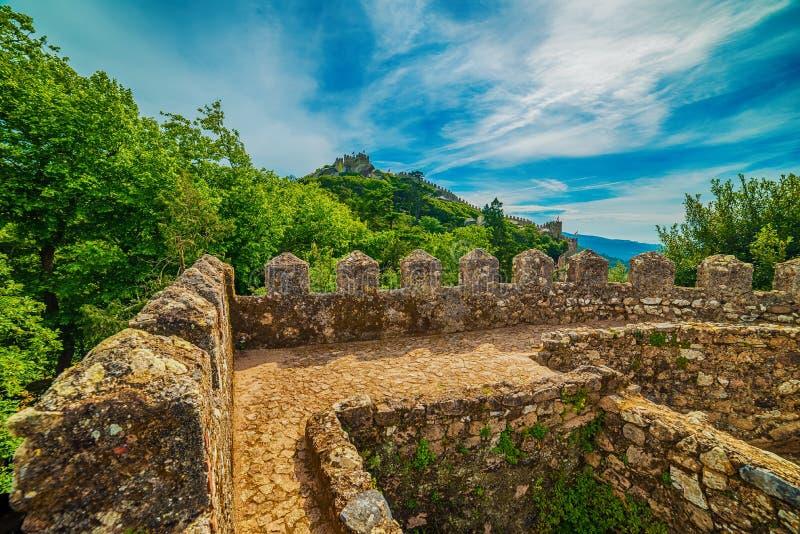 Sintra, Portugalia: kasztel Cumuje, Castelo dos Mouros zdjęcia royalty free