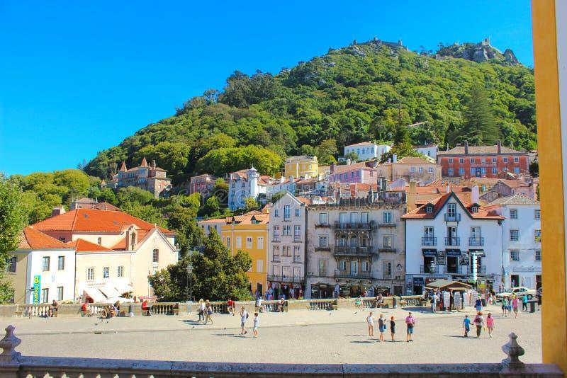 Sintra wioski kwadrat, podróż Lisbon, Mauretański kasztel, Grodzki pałac balkon fotografia royalty free