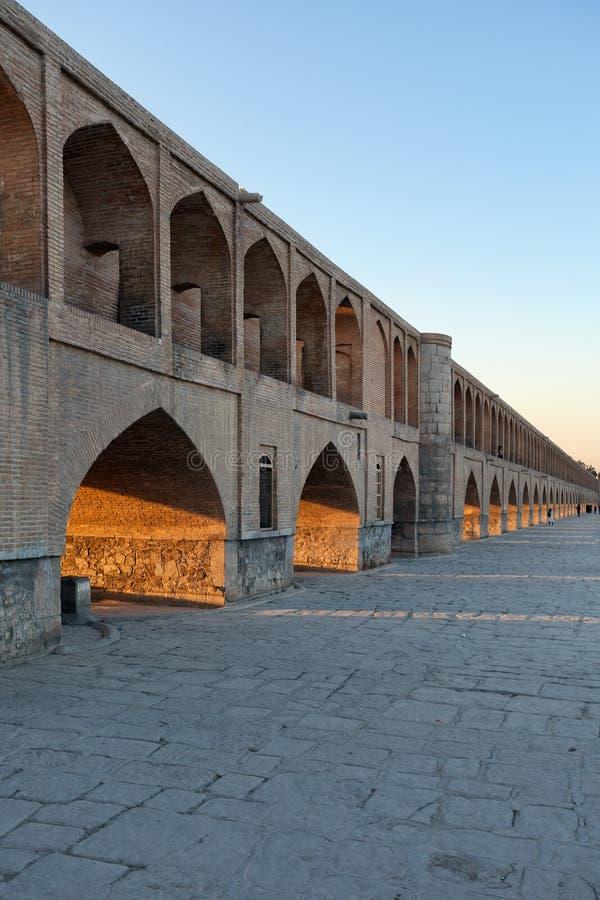 Sio constrói uma ponte sobre uma ponte de 33 arcos sobre o rio de Zayandeh, Isfaha imagem de stock royalty free