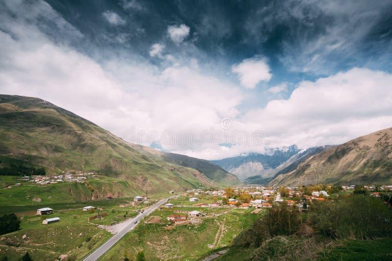 Download Sioni-Dorf Auf Gebirgshintergrund In Kazbegi-Bezirk, Mtskhe Stockbild - Bild von jahreszeit, kaukasus: 90233361