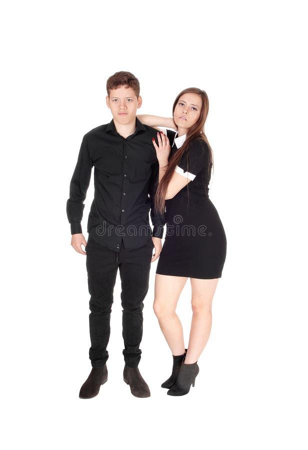 Siostra i brat stojący uśmiechnięty w studio obrazy stock