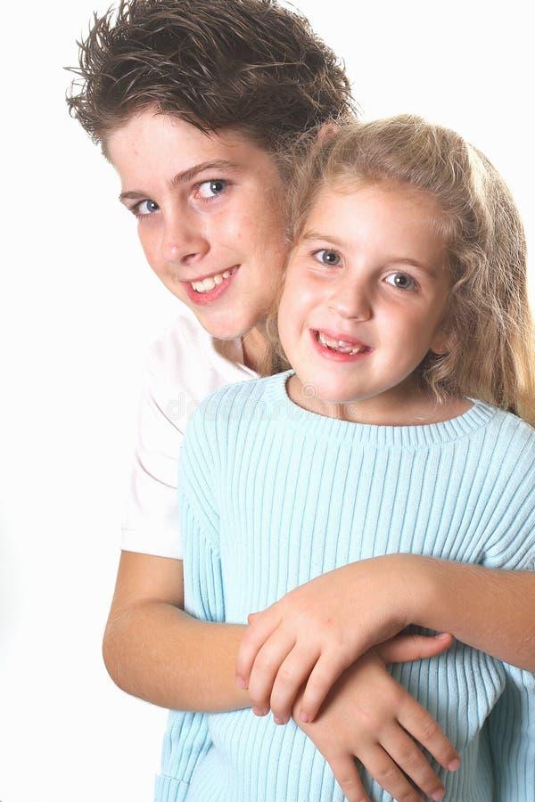siostra pionowe uściski brata obraz royalty free