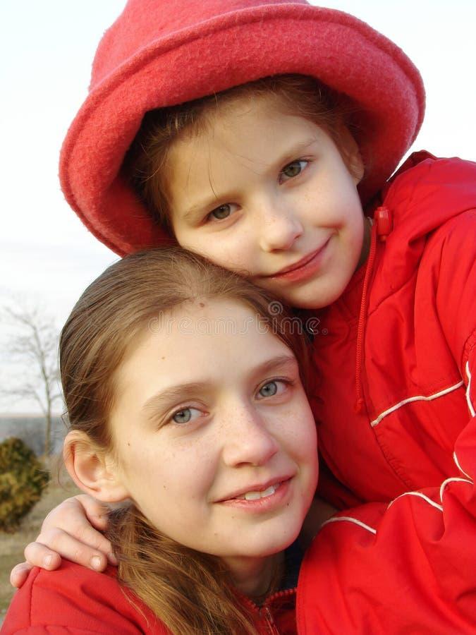Siostry w czerwieni zdjęcia stock