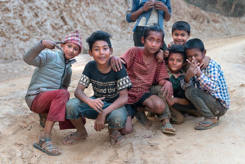 Sipaghat/尼泊尔28 07 2019年:从遥远的村庄的小孩子 免版税库存照片