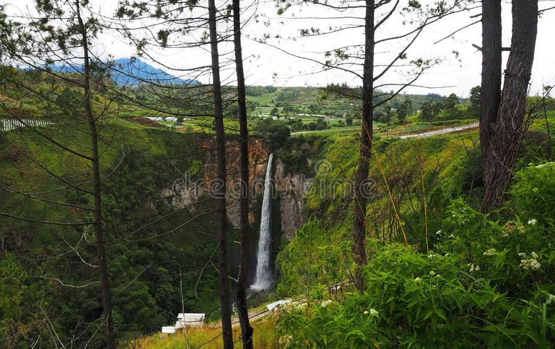 Sipisopiso-Wasserfall an Tonging-Dorf, Nord-Sumatra, Indonesien lizenzfreie stockbilder