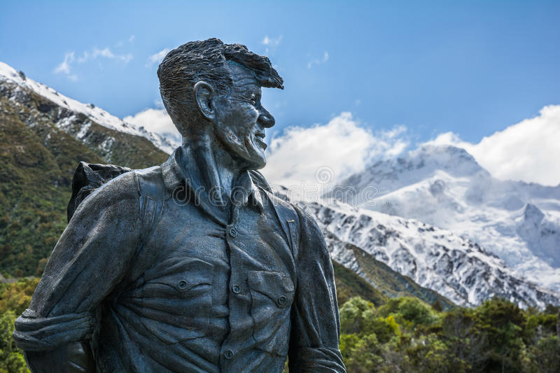 Sir Edmund Hillary Statue looking towards Mount Cook peak, New Zealand stock images