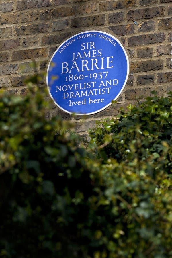 Sir James Barrie Blue Plaque en Londres imágenes de archivo libres de regalías