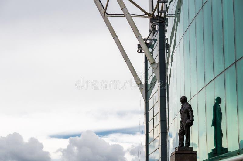 Sir Matt Busby statua przy Starym Trafford zdjęcie royalty free