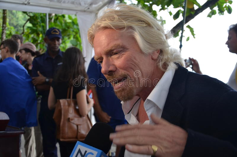 Sir Richard Branson habla contra multar del tiburón imagen de archivo