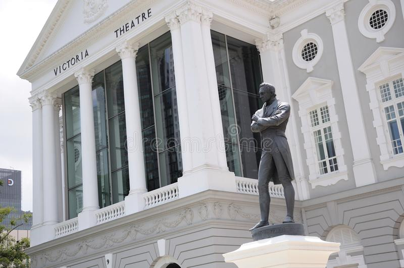 Sir Stamford Raffles Statue in Singapur Victoria Memorial Hall stockbilder