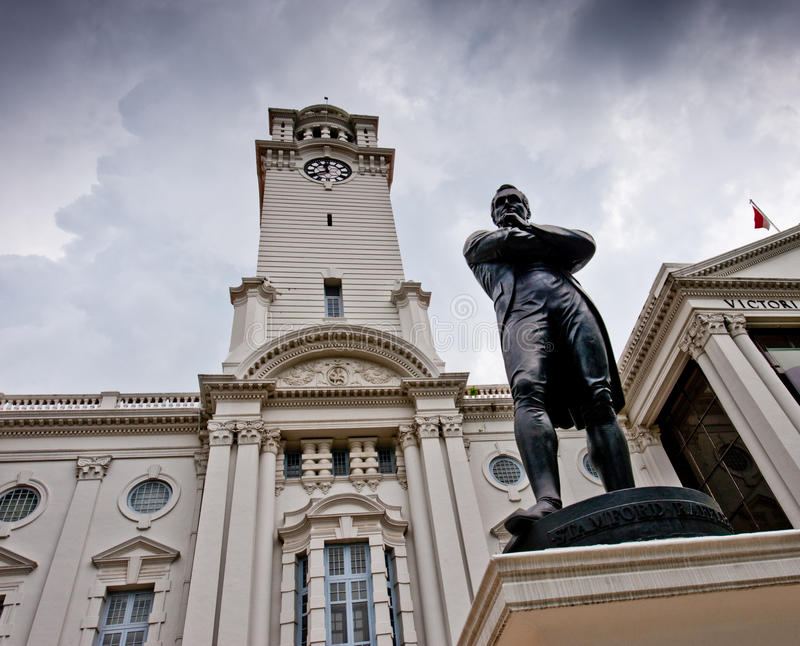 Download Sir Stamford Raffles Statue And Victoria Theater Stock Photo - Image: 10287612