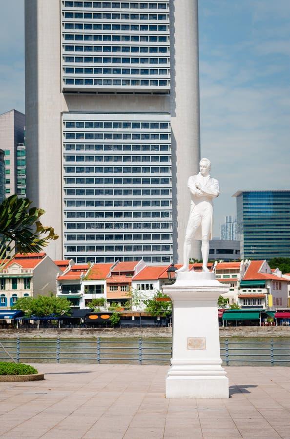 Sir Stamford Raffles staty på Clark Quay i Singapore royaltyfri bild