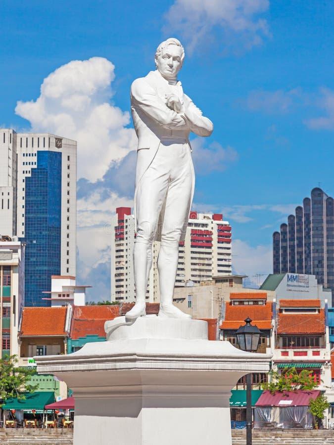 Sir Thomas Stamford Raflles statua w Singapur obrazy stock
