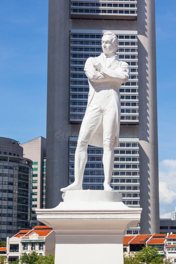 Sir Thomas Stamford Raflles statua w Singapur obraz stock