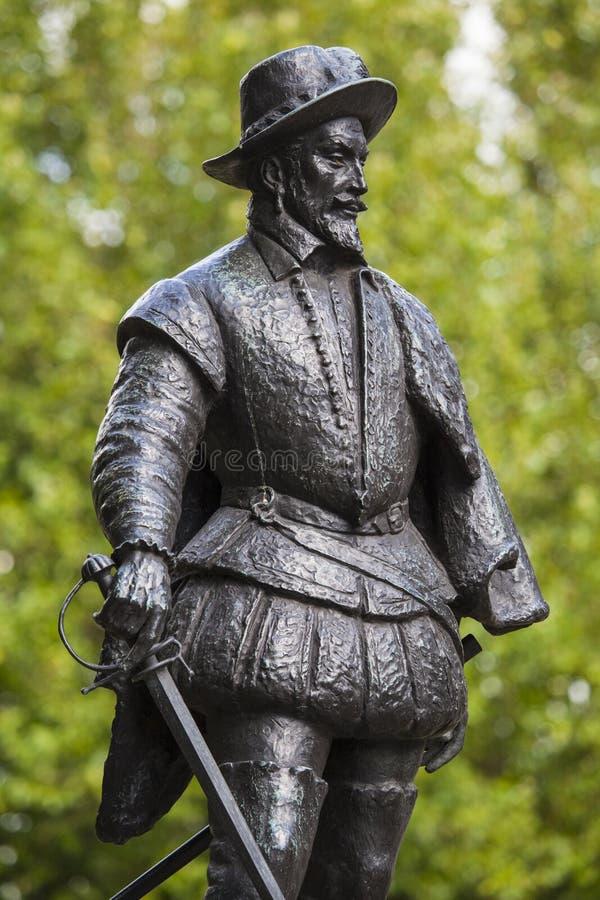 Sir Walter Raleigh statua w Greenwich obrazy stock